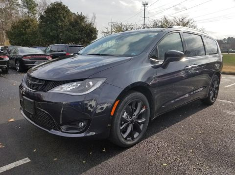 New 2020 CHRYSLER Pacifica